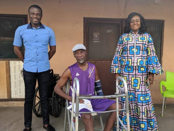 TOURISM MINISTER DONATES ITEMS TO SOME VETERAN ACTORS AND MUSICIANS IN GHANA